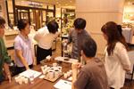 【初級編④】教室の後半は、実際にコーヒーをドリップしていただく実技講習です